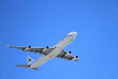 飛行機に小さい子供や赤ちゃんと一緒に乗るときの4つの注意点!