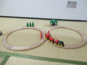 電車好きな子のクリスマスや誕生日のプレゼントにBRIOのレールセットがお勧め!