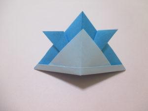 折り紙で兜の折り方。簡単に出来て、画用紙で作るとかぶれるよ♪