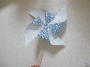 折り紙で風車の作り方。クルクル回って子供も大喜び!