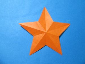 折り紙で星の切り方。折って&切ってとっても簡単に出来たよ♪