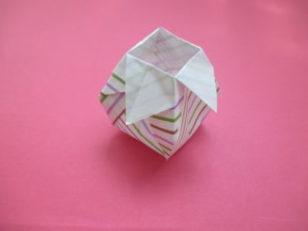 折り紙で花瓶の立体的な折り方。お月見の飾りにもおすすめ♪