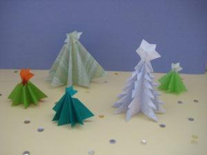 クリスマスツリーの折り紙。簡単に幼児でも立体に作れる作り方。12月の飾り付けにオススメ!