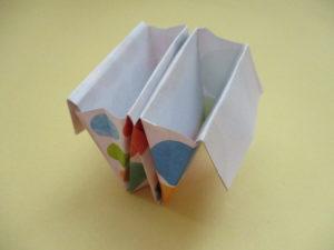 折り紙で箱の作り方。簡単に仕切りのある箱を作ってみたよ♪