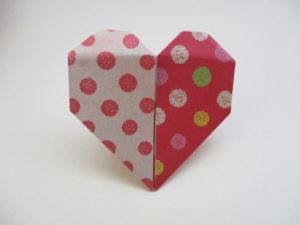折り紙でハートの折り方。簡単に2色の可愛いハートを折ってみよう♪