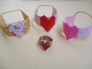折り紙でハートのブレスレットの折り方。ハートの指輪にもなるよ♪