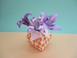 折り紙であやめの折り方。立体の茎と葉っぱも作ってみよう♪